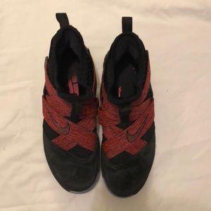 LeBron James soldier 12 sfg basketball shoe